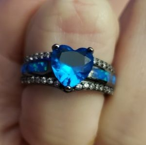 Beautiful/Unique Sapphire Heart ring